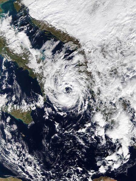 Śródziemnomorski cyklon Numa (NASA)