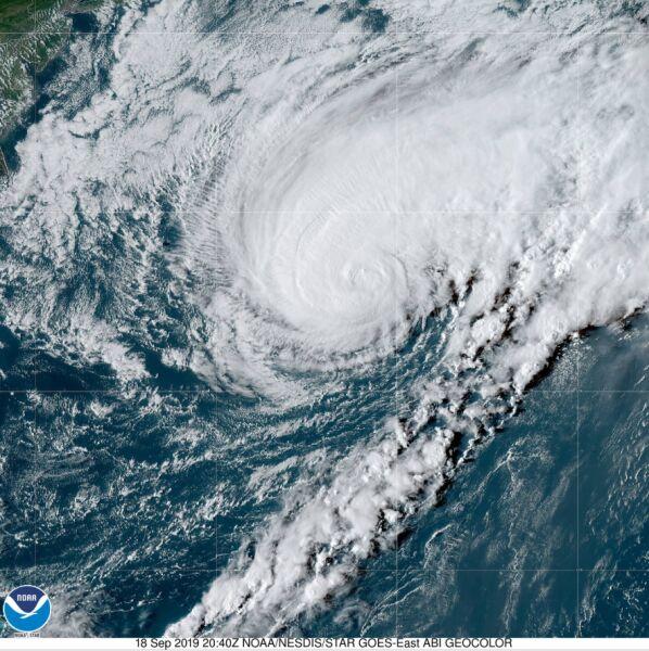Zdjęcie satelitarne huraganu Humberto z 18 września (NOAA)