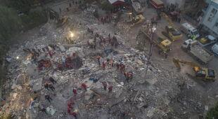Skutki trzęsienia ziemi w Turcji (PAP/EPA/DEMIROREN NEWS AGENCY/Mehmet Emin Menguarslan/ERDEM SAHIN)